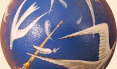 Валерий Есауленко. Петербург. Чайки. Скорлупа яйца страуса, масло. 2010